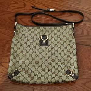 Well-loved Gucci Logo & Leather crossbody bag